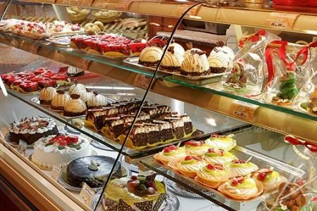 Привлечение посетителей вкусными и свежими пирожными