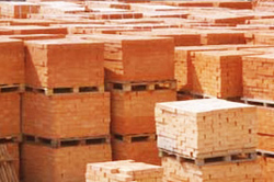 Хранение кирпича на складе