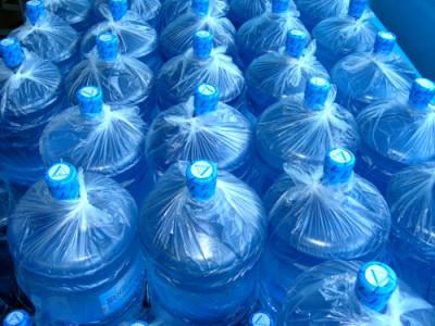 Питевая вода в бутылках