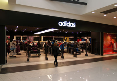 Магазин «Адидас».