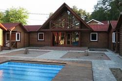 Главный корпус с бассейном