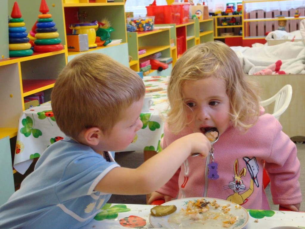 Обед в детском саду.