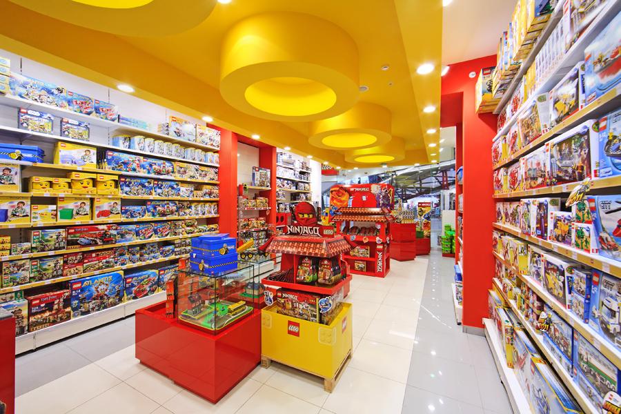 Зал магазина лего