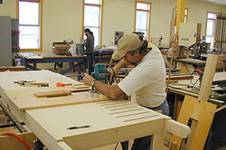 Сборка мебели на производстве