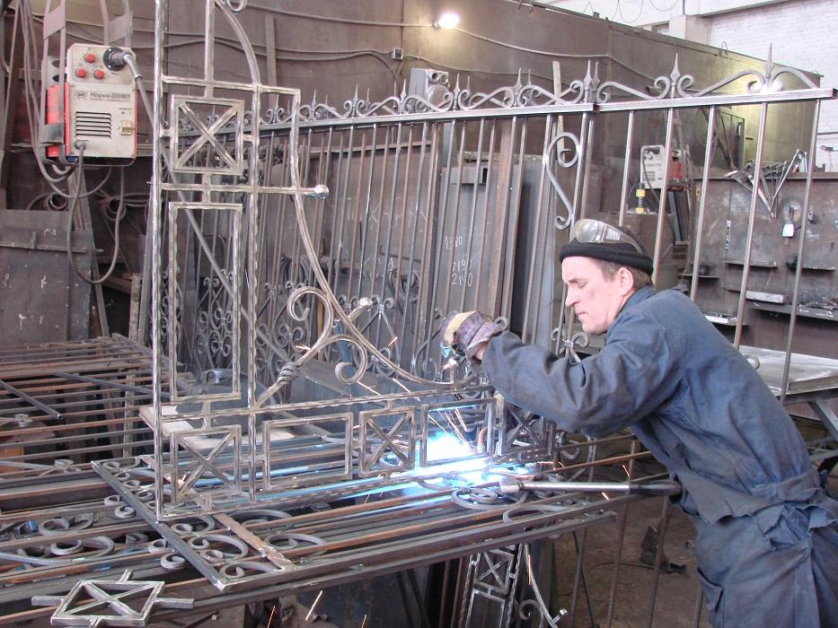 Процесс изготовления ворот методом холодной ковки