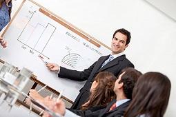 подберите опытных тренеров по обучению