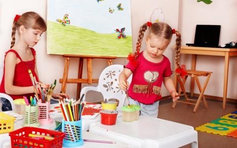 Урок рисования в детском саду.